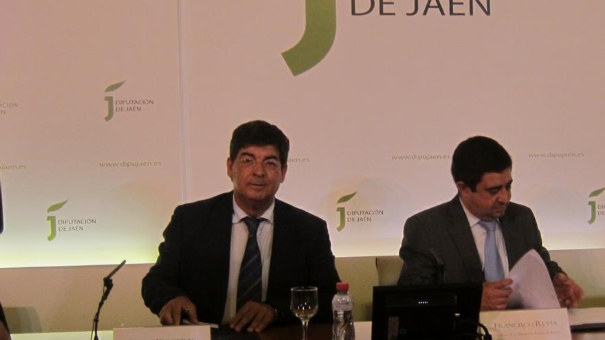 """Valderas defiende que Andalucía aborde en los """"próximos Consejos de Gobierno"""" acudir al Fondo de Liquidez"""