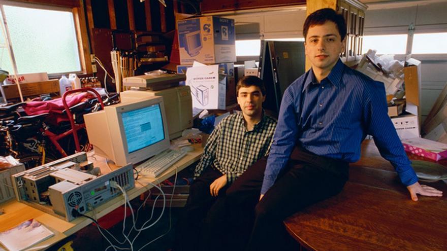 Tras intentar vender su idea a Altavista y Yahoo!, Larry Page y Sergei Brin decidieron crear su propia compañía: Google. El gigante de las búsquedas nació en un garaje de Menlo Park en 1998