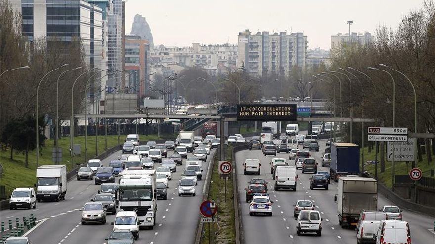 Un pico de contaminación en París plantea medidas de restricción del tráfico