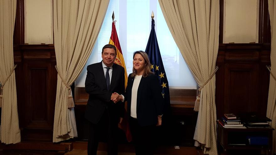 Luis Planas, ministro de Agricultura, Pesca y Alimentación, y Alicia Vanoostende, consejera de Agricultura, Ganadería, Pesca del Gobierno de Canarias.