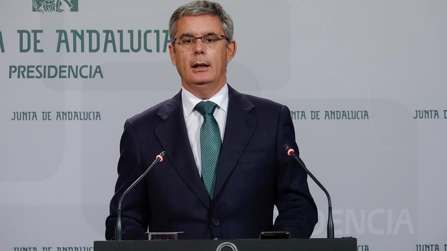 """Junta andaluza pide """"respeto"""" tras la """"salida de tono ofensiva"""" de Santamaría y rechaza """"lecciones de salud democrática"""""""