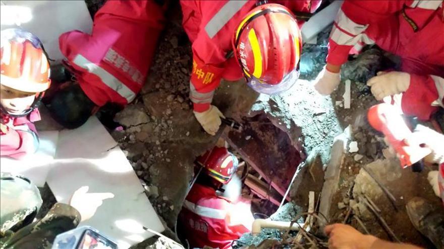 Rescatado de los escombros del alud un joven que llevaba 67 horas enterrado
