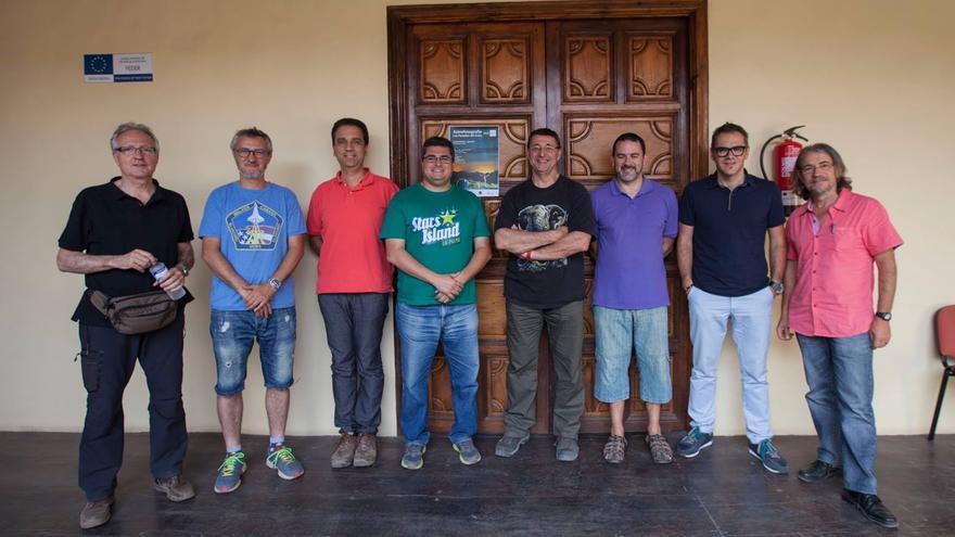 En la imagen, el grupo de profesores del curso de la UNED-La Palma 'Postales del Cielo'.