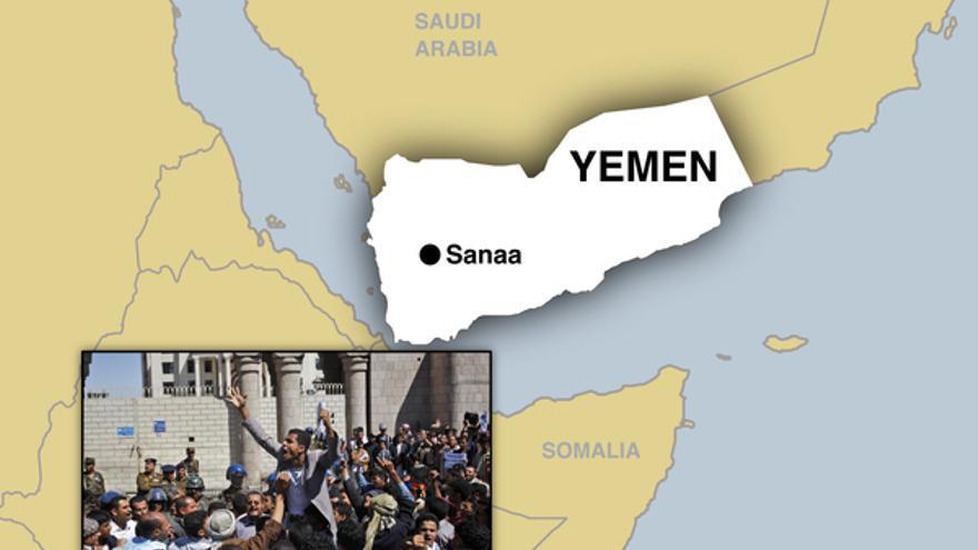Mapa político de Yemen con una imagen de las protestas de la primavera árabe en la capital del país, Saná © APGraphicsBank