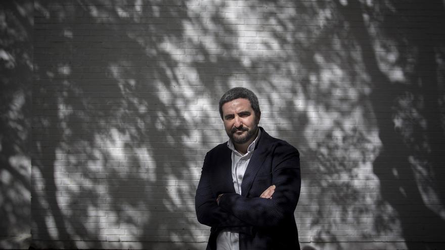 Daniel Ruiz García presenta este jueves 'La gran ola' dentro del ciclo Letras Capitales