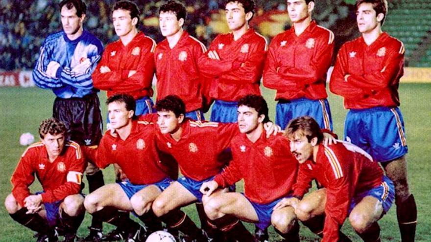 Sanchís, el segundo de abajo por la derecha, con la selección española en 1991.