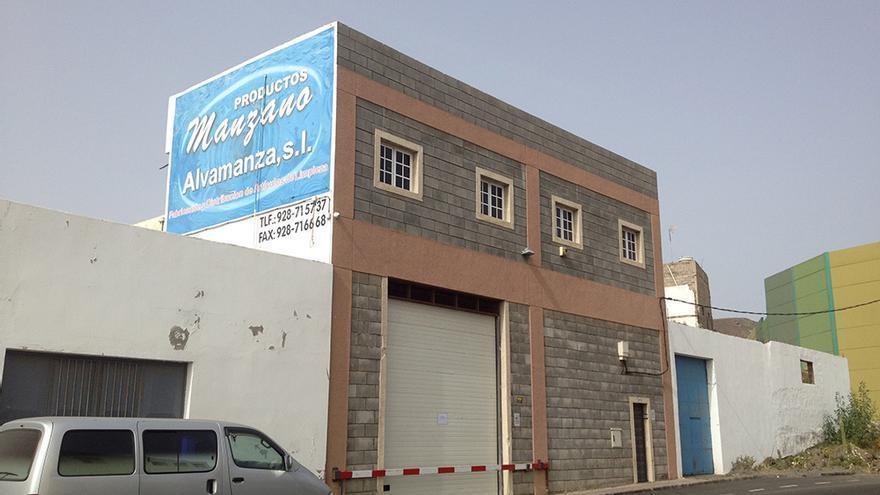 La empresa Alvamanza SL , administrada por los hermanos fallecidos. (Foto: Iago Otero).