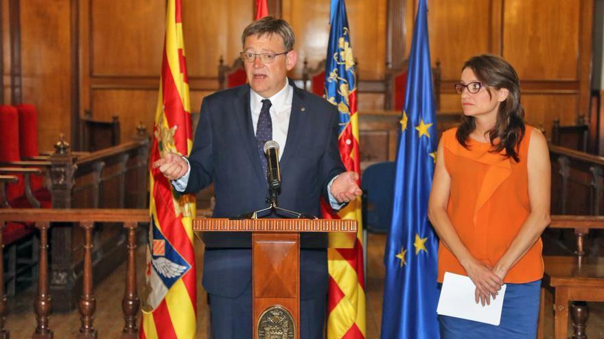 El president Ximo Puig y la vicepresidenta Mónica Oltra atienden a los medios en Alcoi