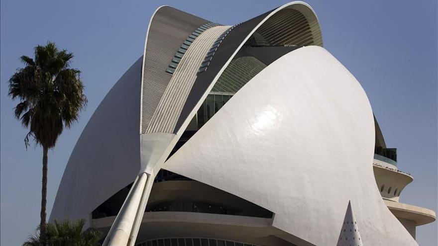 El viento podría ser la causa del desprendimiento del revestimiento del Palau de les Arts