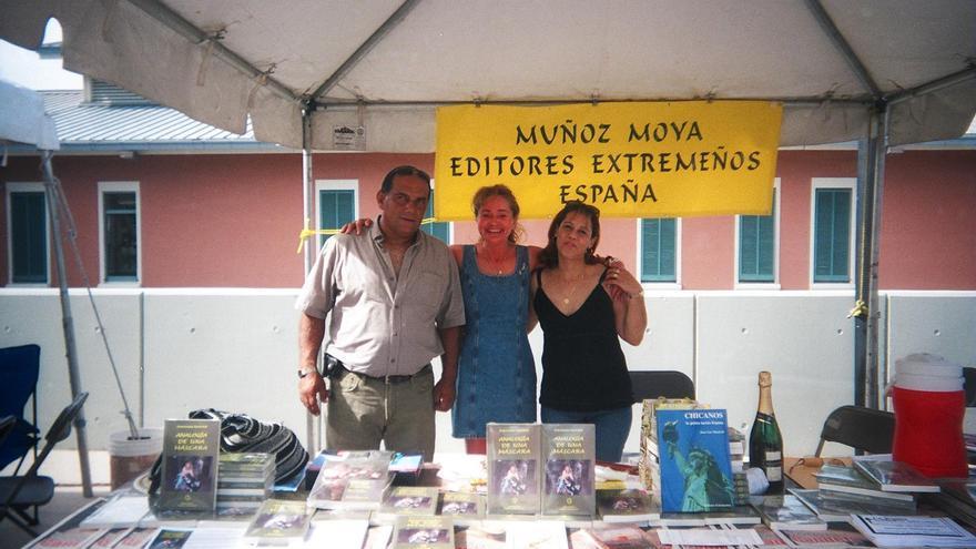 Feria en Miami a la que asistió la editorial.