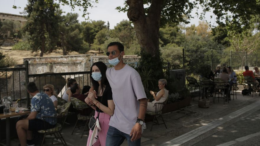 Grecia creará espacios exclusivos para las personas vacunadas