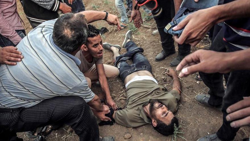 Heridos 25 palestinos por fuego israelí en las protestas en la frontera de Gaza