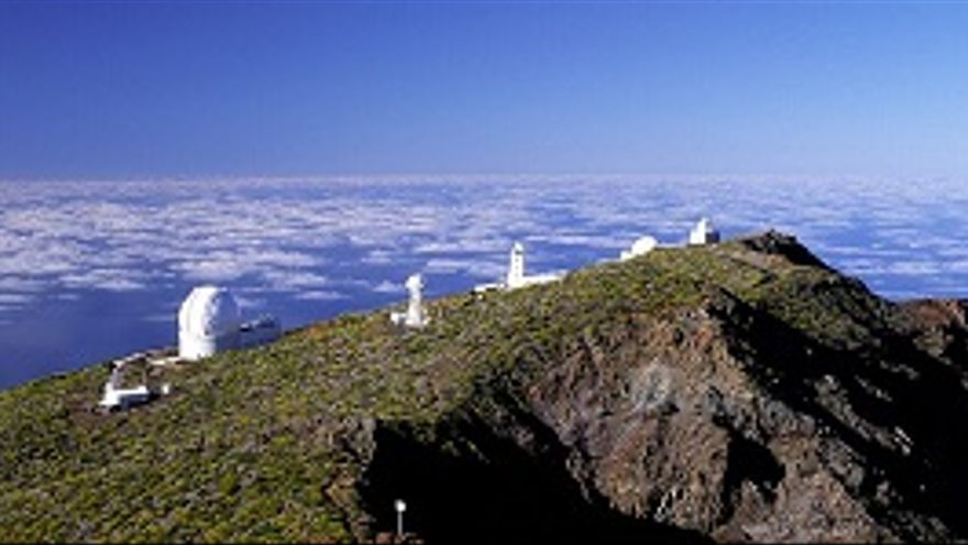 Telescopios del observatorio de El Roque de Los Muchachos.