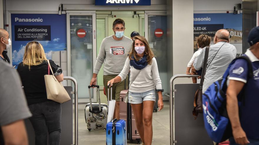 Italia trata de frenar la entrada del virus en los principales aeropuertos