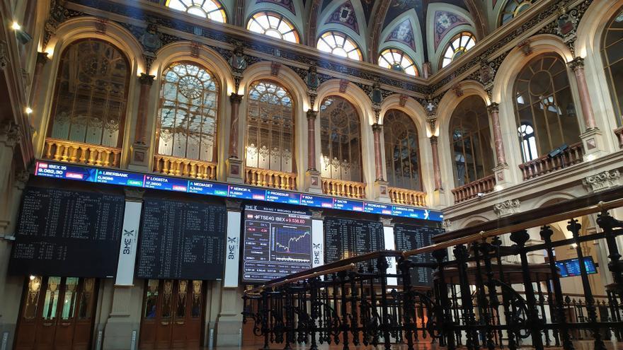 La Bolsa española pierde los 9.000 puntos afectada por el sector turístico