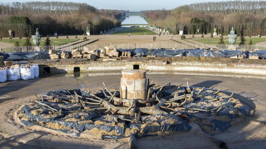 El Estanque de Latona, en plena restauración, revela sus secretos