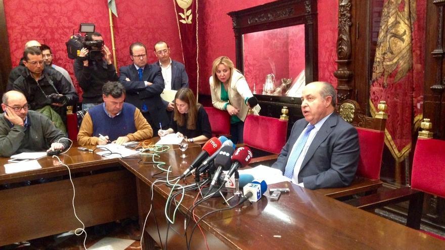 """Alcalde de Granada se niega a dimitir, se siente """"indefenso"""" y pide saber quién dio la orden de su arresto"""