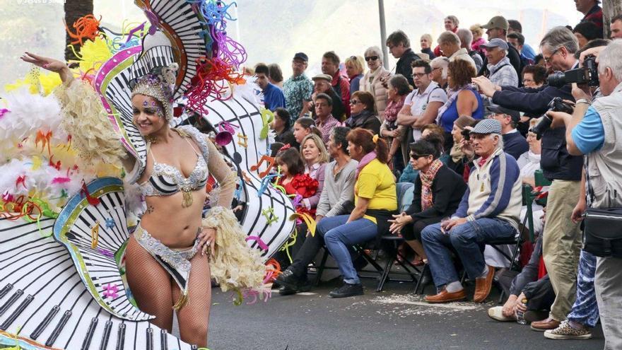 Resultado de imagen de Los turistas y visitantes Carnaval tenerife