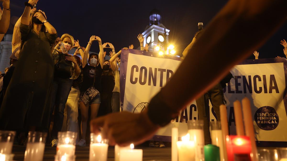 Asistentes a la concentración en Madrid contra la violencia machista