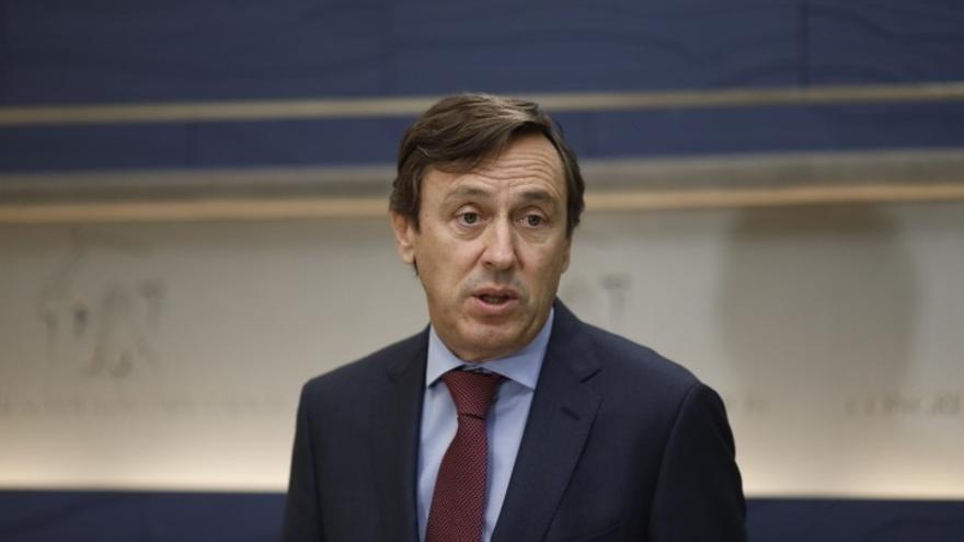 """El PP culpa a Puigdemont del """"acoso"""" a los alcaldes que no apoyan el referéndum por no condenarlo ni prohibirlo"""