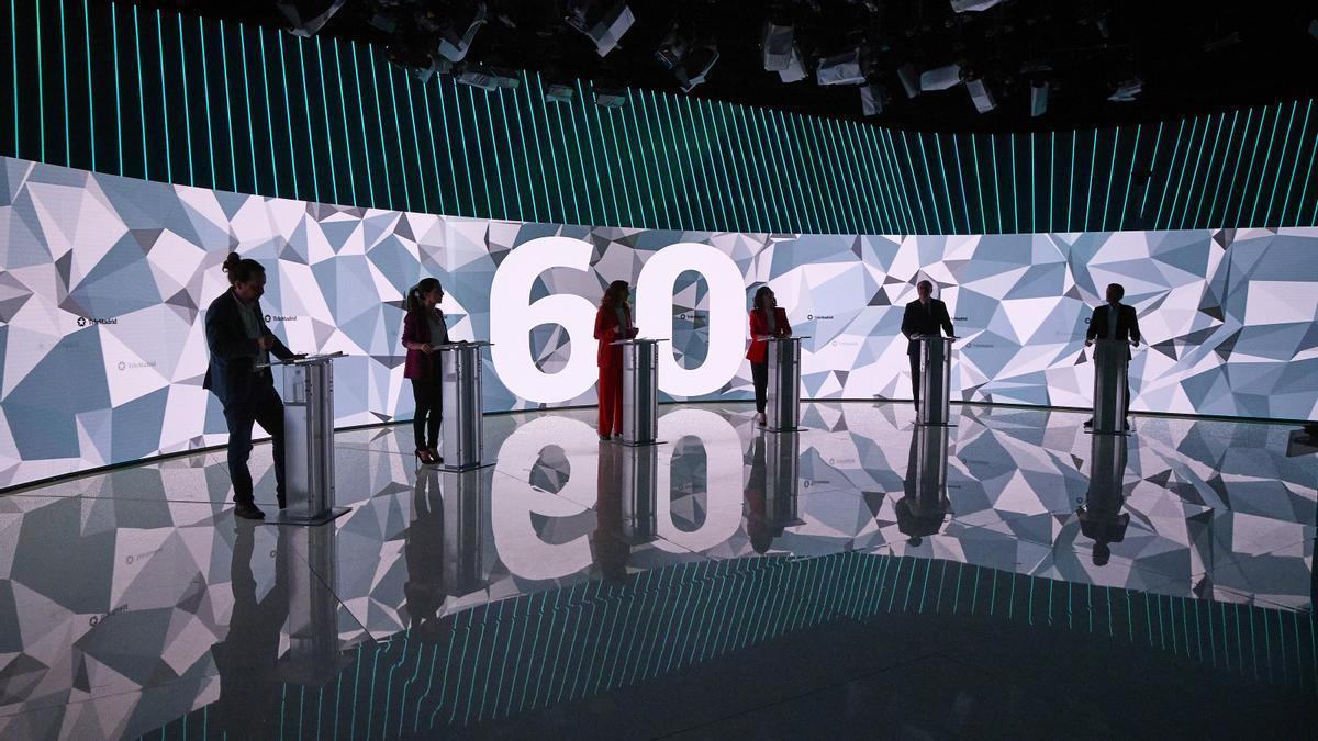 Los candidatos a las elecciones a la Comunidad de Madrid antes de empezar el debate en Telemadrid.