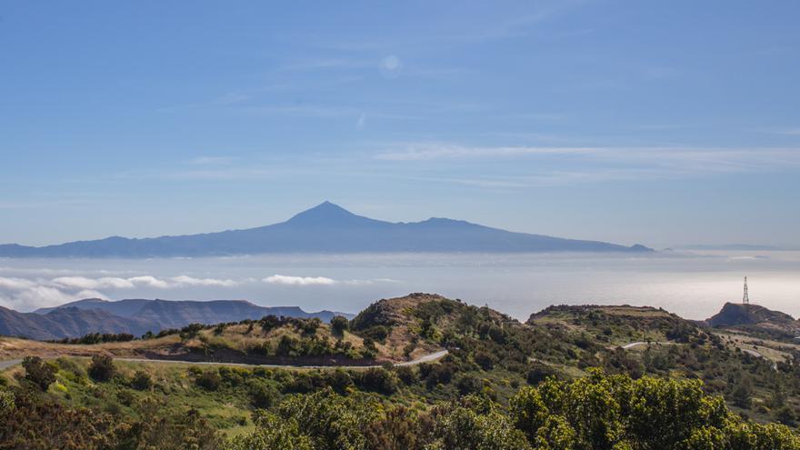 La Gomera, con el Teide al fondo