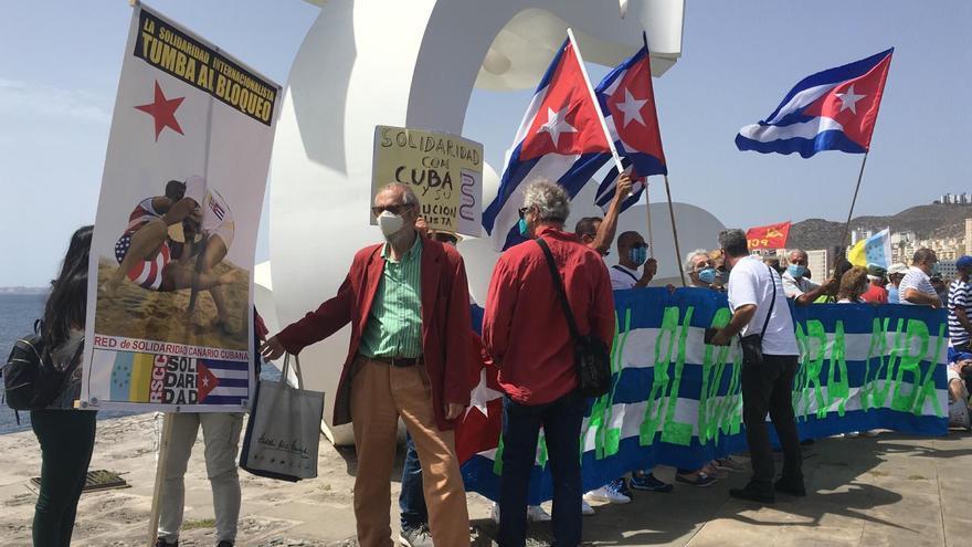 Manifestación en Las Palmas de Gran Canaria contra el bloqueo en Cuba.