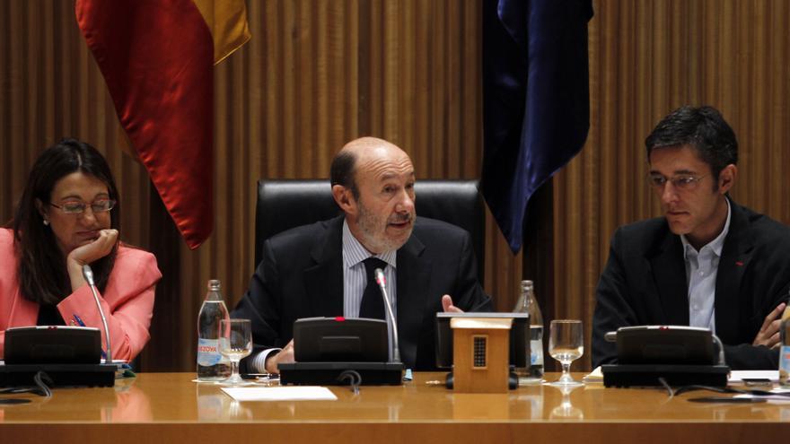 """Rubalcaba dice que """"nadie se cree"""" los presupuestos de """"cartón piedra"""" de Rajoy y afirma que habrá más desempleo"""