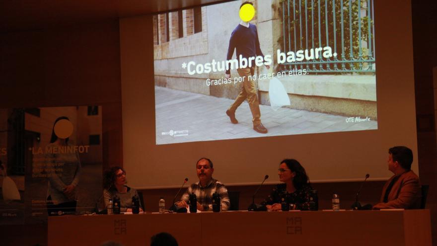 Presentación de la campaña 'Costumbres basura' en Alicante