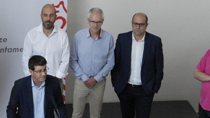 Ricard Gallego (derecha) en el acto de dimisión de Jorge Rodríguez, junto al ex cogerente de Divalterra, Xavier Simon