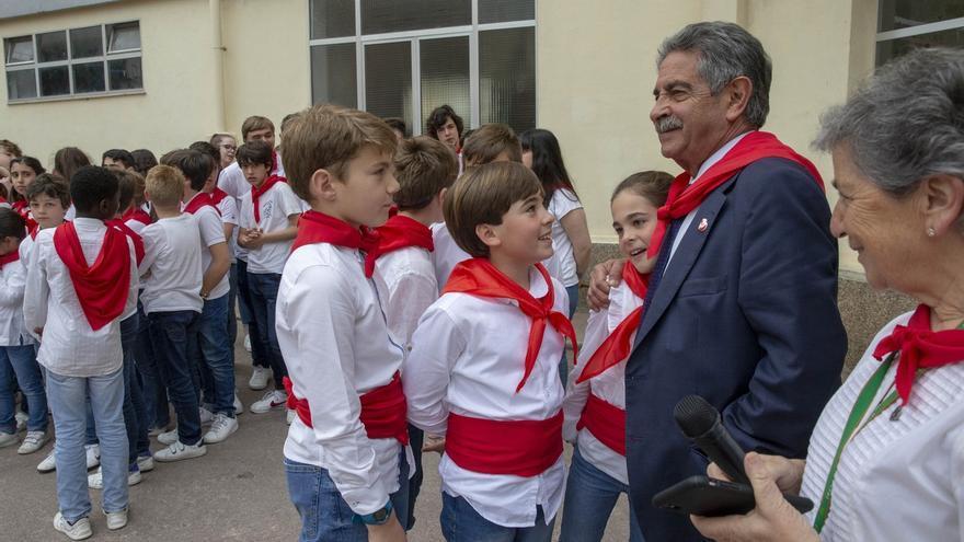 """Revilla anima a los jóvenes a """"amar y defender a Cantabria"""""""