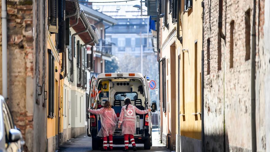 Una ambulancia en la ciudad de Codogno, Italia.