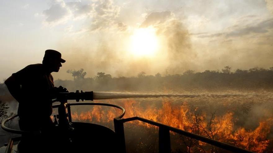 Uno de los incendios ha devastado 3.000 hectáreas, 1.000 de ellas pertenecientes al Parque Nacional Chapada dos Guimaraes, en el occidente de Brasil.