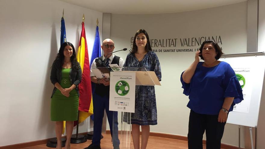 La consellera de Sanitat, Carmen Montón, en el centro de la imagen