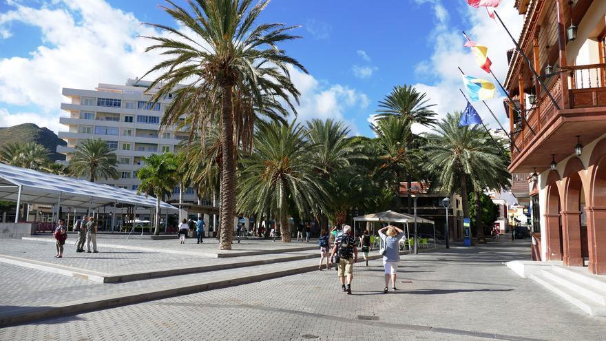 Vista parcial del Ayuntamiento y zona peatonal de San Sebastián
