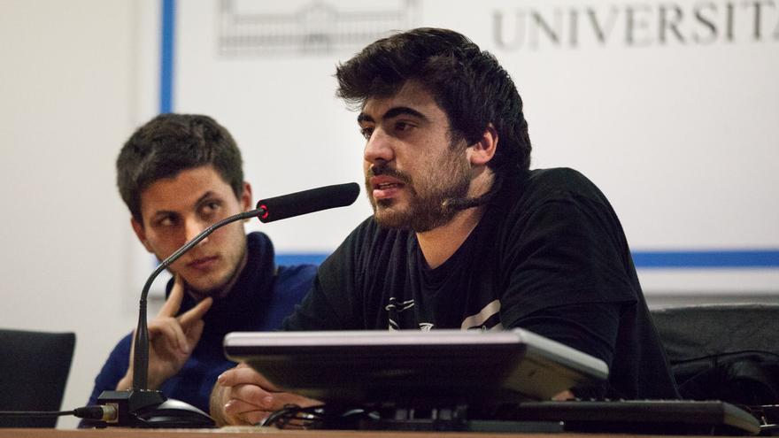 Isma i Dani durante el acto solidario celebrado en su facultad en Barcelona Foto: Enric Català