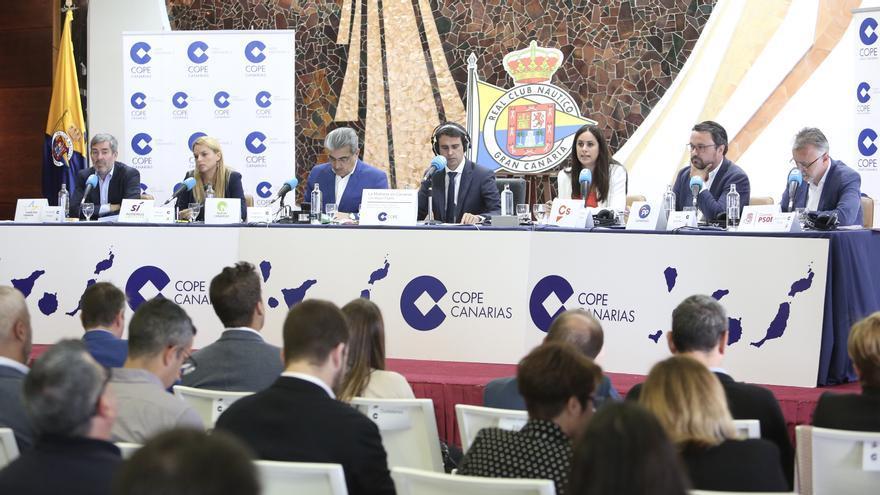 Candidatos a presidir el Gobierno de Canarias en un debate organizado por la Cope Canarias. (Alejandro Ramos)