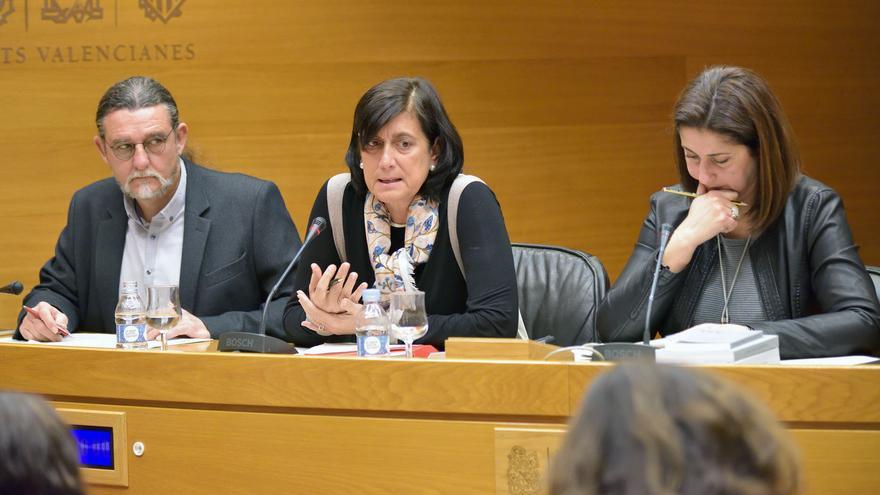 Marisa Gracia (en el centro) comparece en la comisión de investigación por el accidente de metro