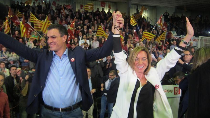 """Pedro Sánchez insiste en que Rajoy y Mas son """"las dos caras de la moneda"""" que hay que """"retirar de la circulación"""""""