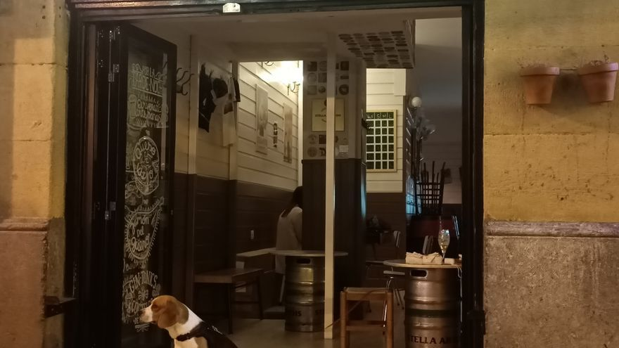 Establecimiento de hostelería de Bilbao abierto durante la noche
