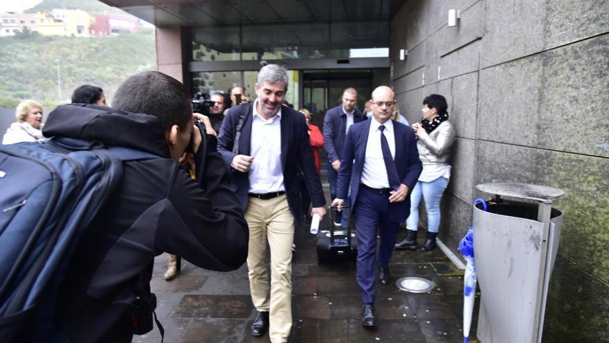 Clavijo, saliendo del juzgado tras declarar en el caso Grúas