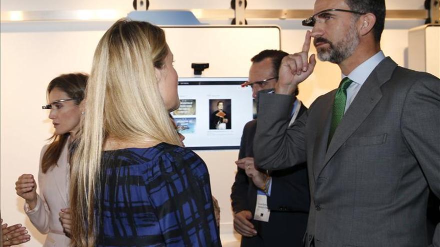 Los Príncipes de Asturias viven los proyectos de Google y prueban sus gafas