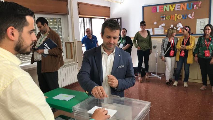 Julio Millán votando en Jaén