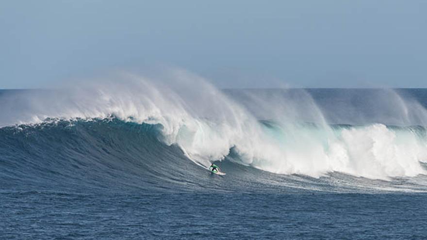 Yeray surfeando la Misteriosa el pasado mes de marzo
