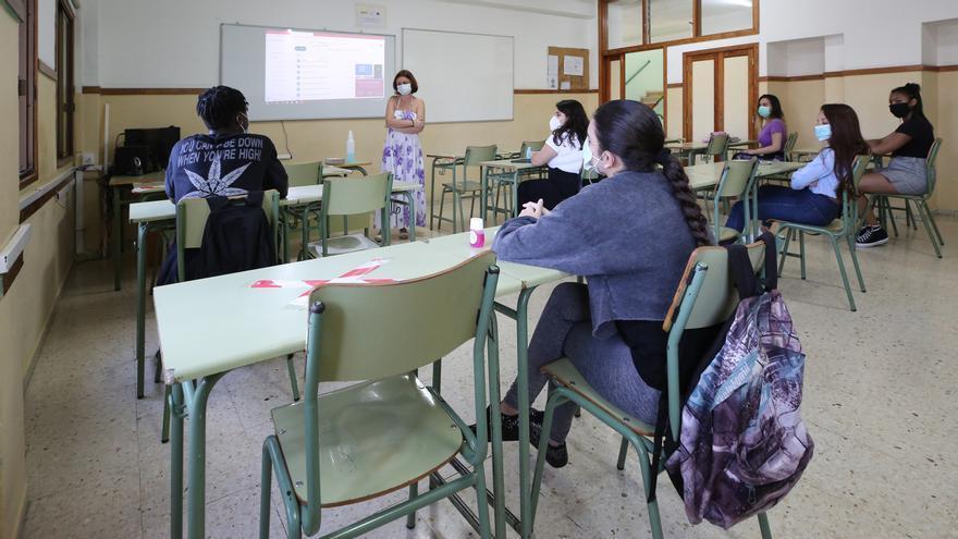 La comunidad educativa de Canarias no renuncia a que Educación rebaje las ratios y pide combatir la brecha digital el próximo curso