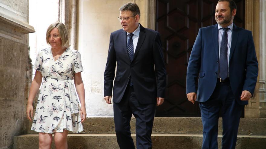 La consellera de Vivienda, María José Salvador, el president Ximo Puig y el ministro de Fomento José Luis Ábalos