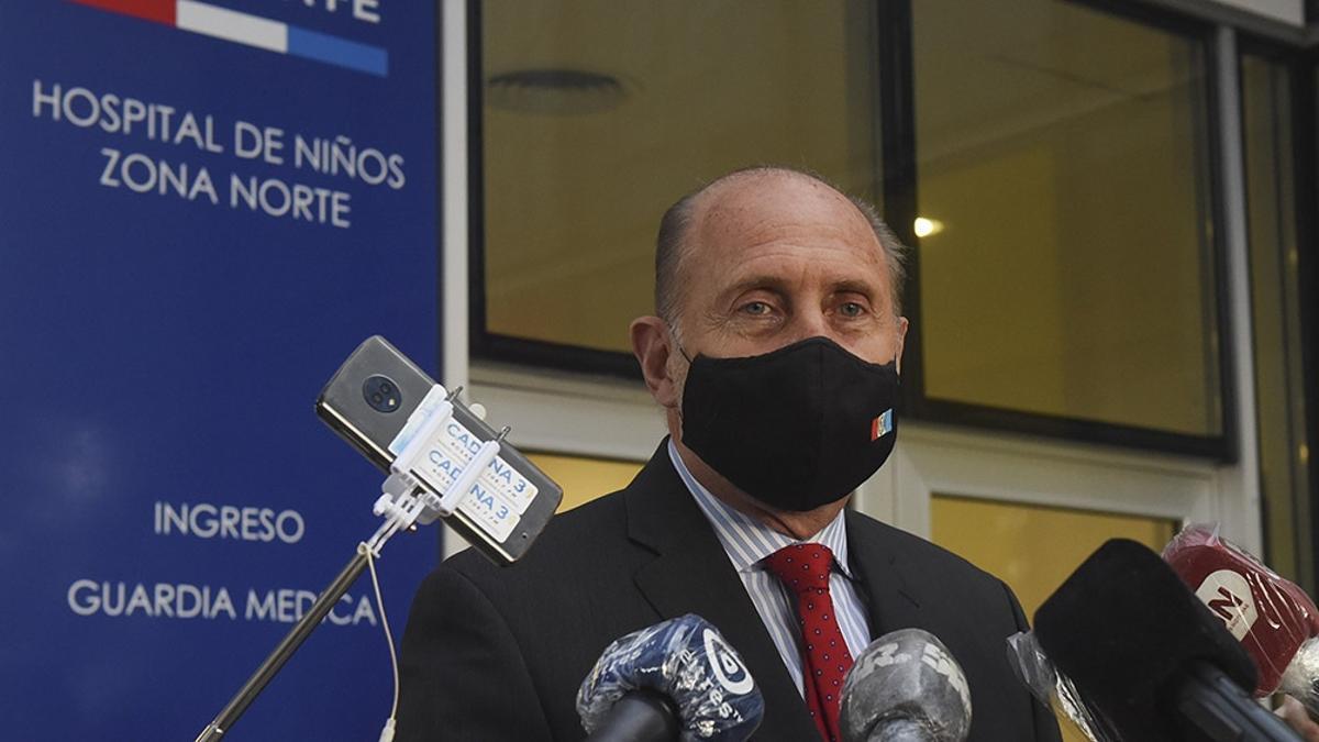 El gobernador de Santa Fe, Omar Perotti, tomó la decisión para amesetar la curva de contagios