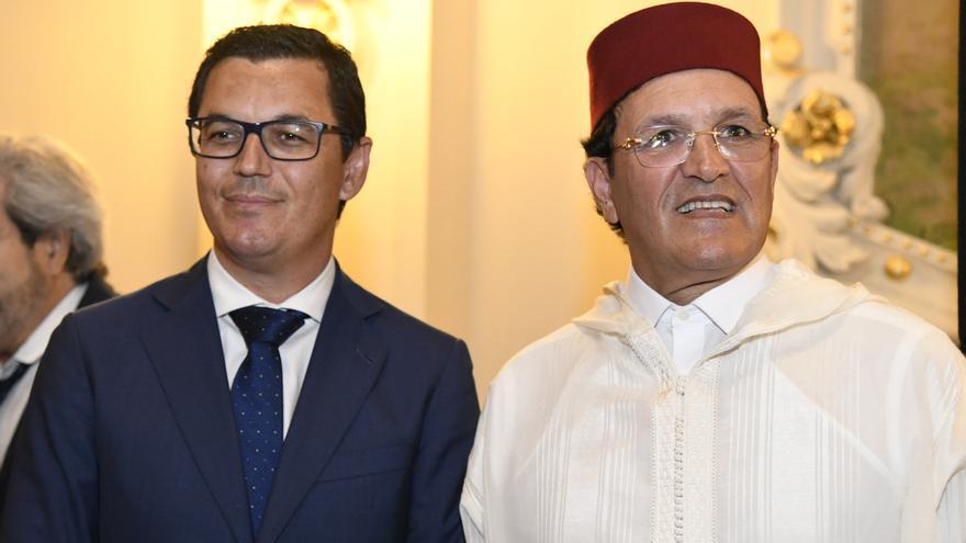 El vicepresidente de Canarias en una recepción junto al cónsul de Marruecos.