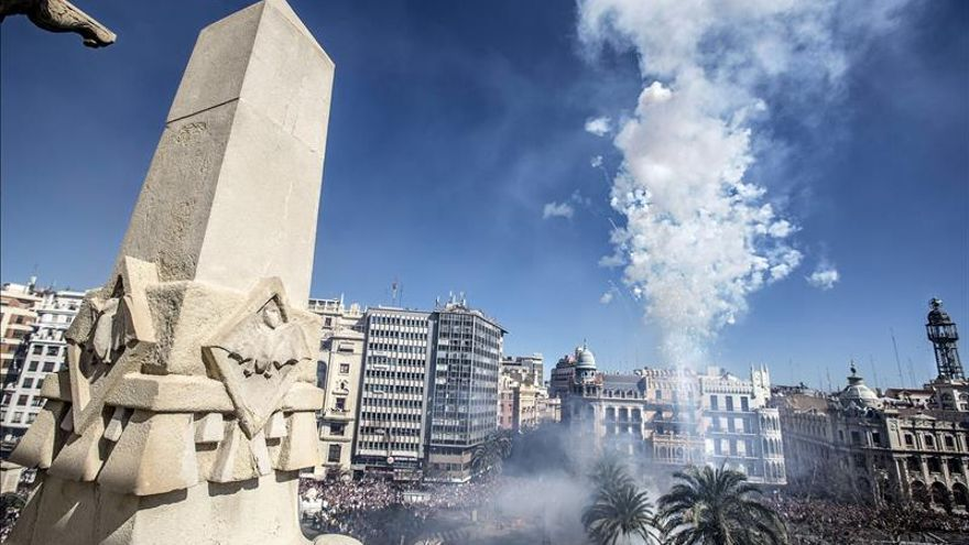 """Una """"mascletà"""" y el acto de la """"Crida"""" abren paso a las Fallas de 2014"""