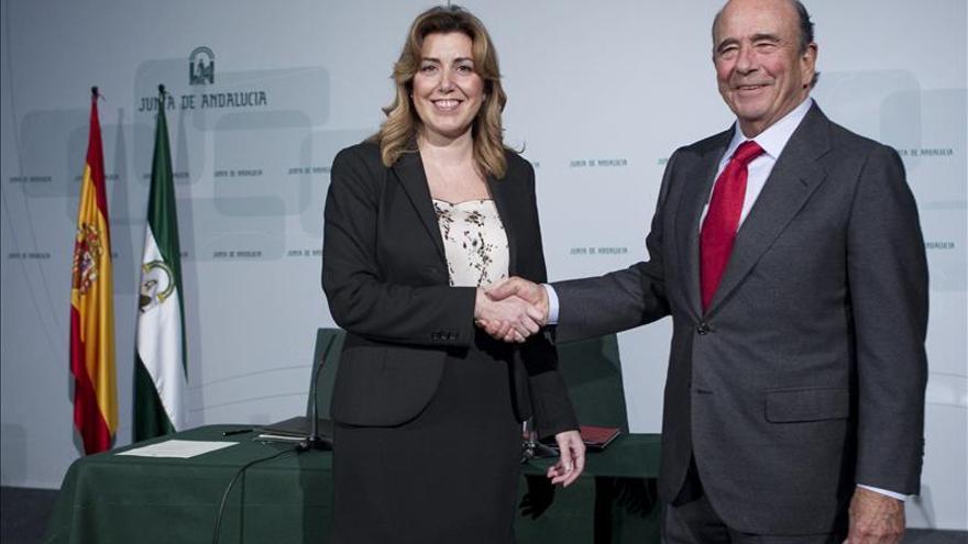 Susana Díaz y Emilio Botín, en enero de 2014 tras la firma del primer convenio para impulsar el empleo juvenil